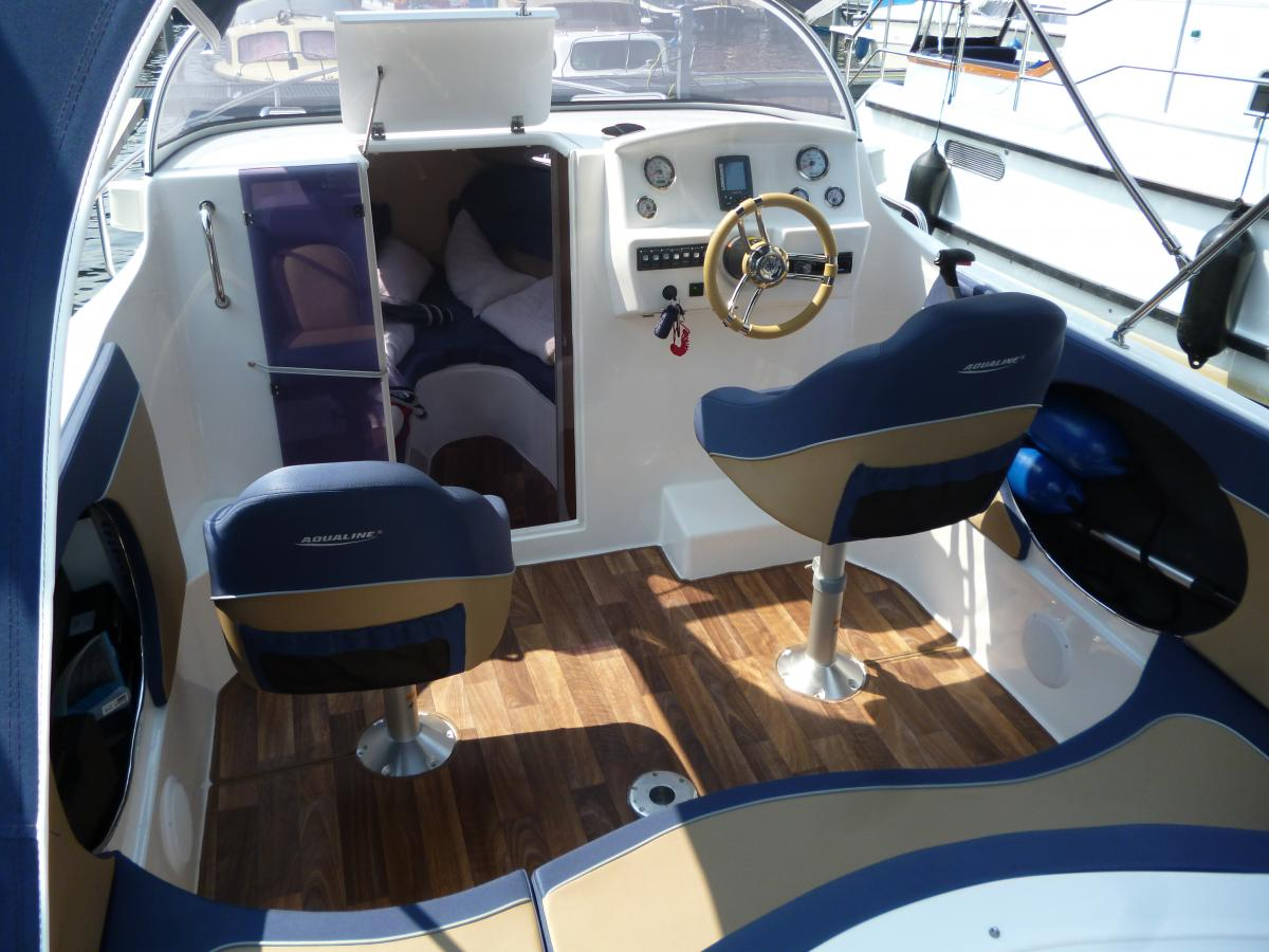 Lanke Charter/Sportboote/Aqualine 690/Steuerstand
